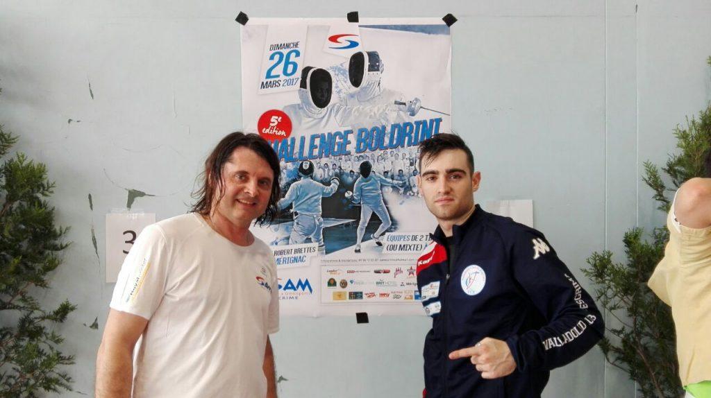 Adrián Yáñez (derecha) en Francia